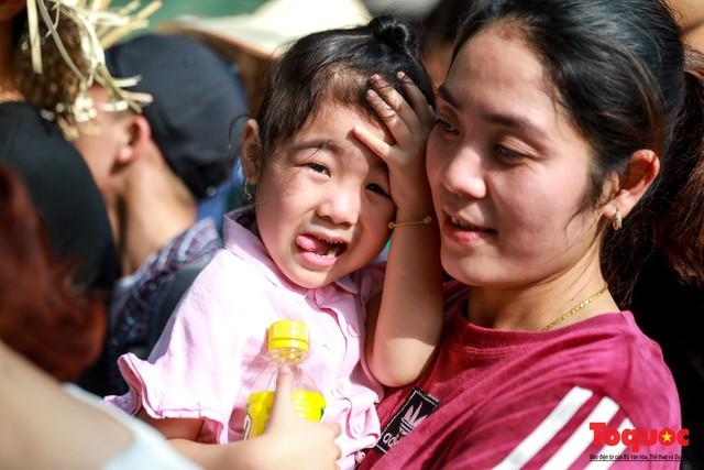 Gần 5 vạn người đổ về lễ phật trước ngày khai hội Chùa Hương - Ảnh 3.