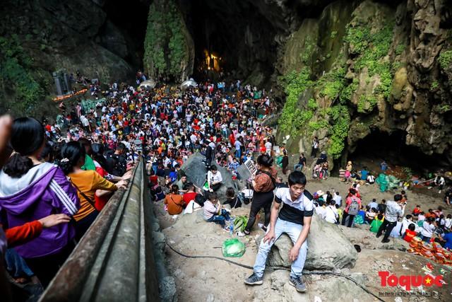 Gần 5 vạn người đổ về lễ phật trước ngày khai hội Chùa Hương - Ảnh 8.