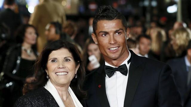 Từ vụ cáo buộc cưỡng hiếp: Mẹ Cristiano Ronaldo bất ngờ lên tiếng - Ảnh 1.