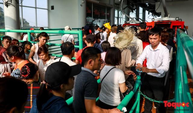 Gần 5 vạn người đổ về lễ phật trước ngày khai hội Chùa Hương - Ảnh 7.
