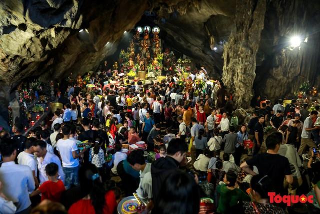 Gần 5 vạn người đổ về lễ phật trước ngày khai hội Chùa Hương - Ảnh 16.