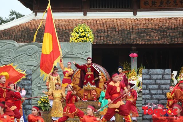 Thủ tướng Nguyễn Xuân Phúc trao Bằng xếp hạng Di tích Quốc gia đặc biệt gò Đống Đa - Ảnh 12.