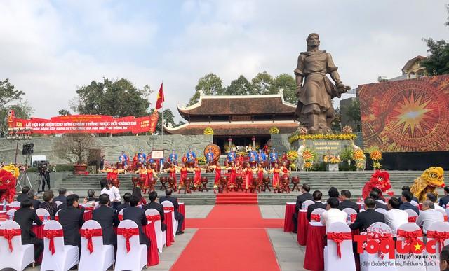 Thủ tướng Nguyễn Xuân Phúc trao Bằng xếp hạng Di tích Quốc gia đặc biệt gò Đống Đa - Ảnh 1.