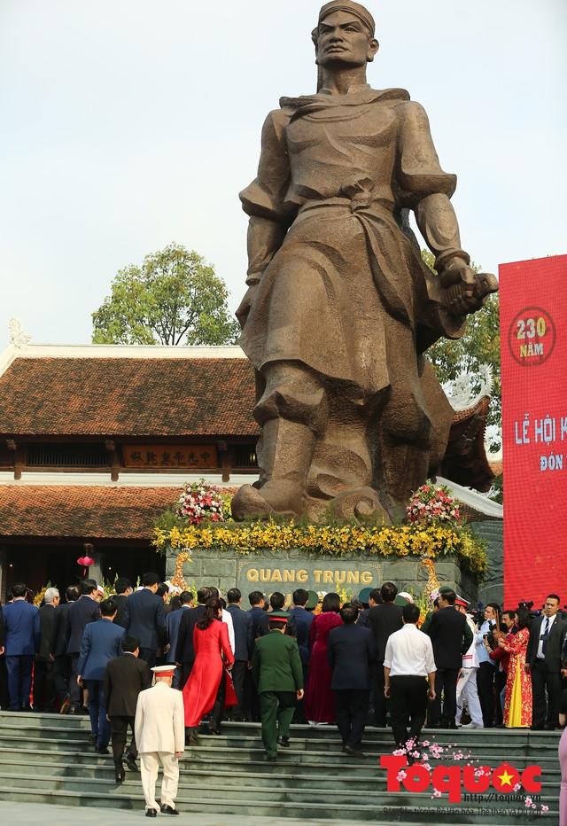 Thủ tướng Nguyễn Xuân Phúc trao Bằng xếp hạng Di tích Quốc gia đặc biệt gò Đống Đa - Ảnh 14.