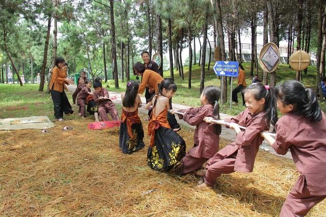 Hỗ trợ để trẻ em được hưởng thụ các hoạt động vui chơi giải trí, văn hóa nghệ thuật - Ảnh 1.