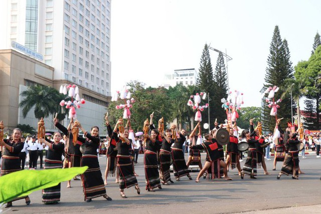 Hàng nghìn du khách tham dự Lễ hội đường phố Cà phê  Buôn Ma Thuột 2019  - Ảnh 1.