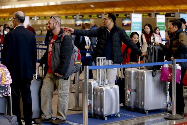 Lý do gì khiến nhà giàu Trung Quốc đổ xô du lịch dài ngày tại nước ngoài? - Ảnh 1.