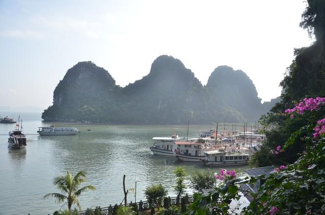Quảng Ninh: Tổng thu từ khách du lịch 2 tháng đầu năm 2019 đạt gần 5.000 tỷ đồng - Ảnh 1.