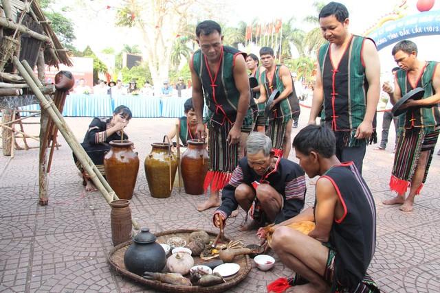 Độc đáo Lễ cúng mừng lúa mới của người MNông Gar - Ảnh 1.
