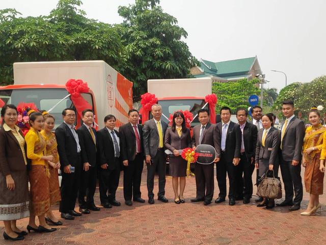 Bưu điện Việt Nam tặng Bưu chính Lào 02 xe ô tô chuyên ngành tải trọng 3,5 tấn - Ảnh 2.