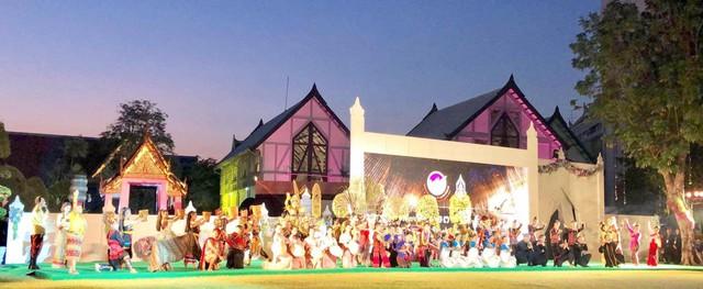Nghệ thuật Việt Nam được bạn bè quốc tế đánh giá cao tại Liên hoan các dân tộc Asean - Ảnh 2.