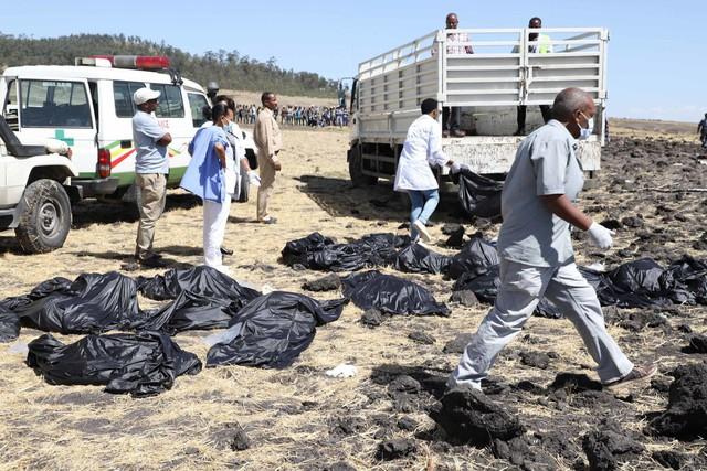 Những khoảnh khắc ám ảnh tại hiện trường vụ tại nạn máy bay Ethiopia - Ảnh 6.