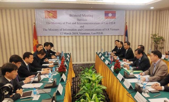 Bưu điện Việt Nam tặng Bưu chính Lào 02 xe ô tô chuyên ngành tải trọng 3,5 tấn - Ảnh 1.