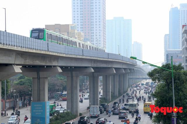 Dự án tai tiếng đường sắt Cát Linh - Hà Đông ngổn ngang, nhếch nhác trước ngày đi vào hoạt động - Ảnh 1.
