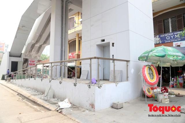 Dự án tai tiếng đường sắt Cát Linh - Hà Đông ngổn ngang, nhếch nhác trước ngày đi vào hoạt động - Ảnh 2.