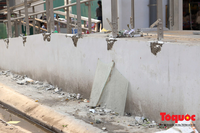 Dự án tai tiếng đường sắt Cát Linh - Hà Đông ngổn ngang, nhếch nhác trước ngày đi vào hoạt động - Ảnh 3.