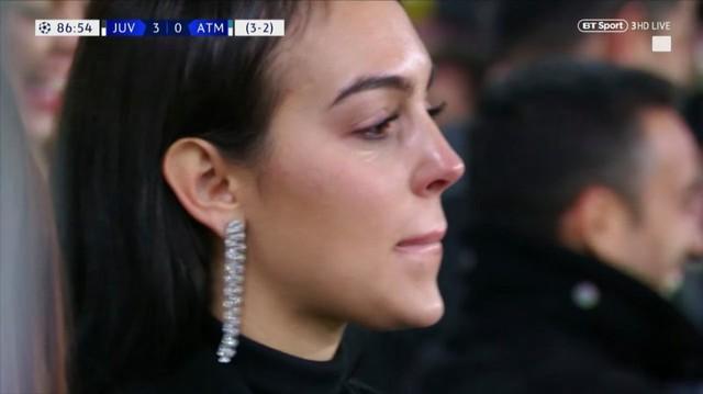Dòng cảm xúc tan chảyInstagram của bạn gái Ronaldo sau cú hat-trick siêu đẳng - Ảnh 2.