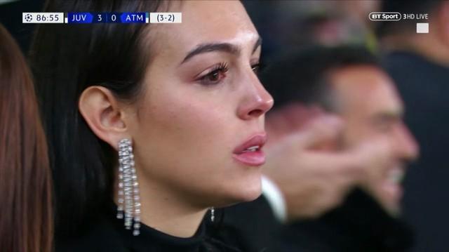 Dòng cảm xúc tan chảyInstagram của bạn gái Ronaldo sau cú hat-trick siêu đẳng - Ảnh 1.