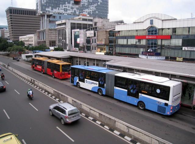 Chưa phù hợp với pháp luật hiện hành, Phó Thủ tướng Trịnh Đình Dũng yêu cầu rà soát dự thảo Nghị định quy định về kinh doanh vận tải bằng xe ô tô - Ảnh 1.