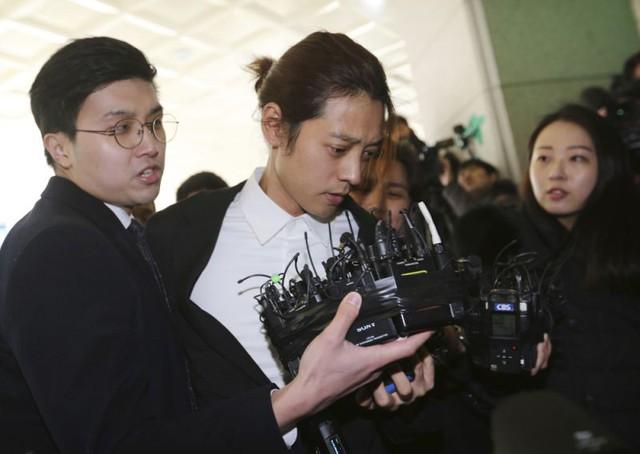 Bê bối tình dục Seungri chấn động Hàn Quốc: Cảnh sát vào cuộc mạnh tay - Ảnh 1.