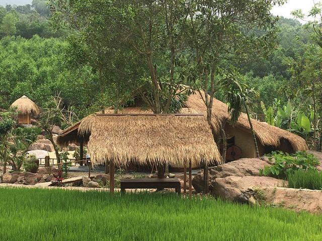 Khu nghỉ dưỡng mọc trái phép giữa rừng phòng hộ đang thách thức chính quyền Quảng Nam - Ảnh 3.