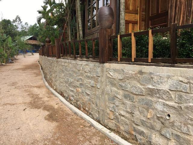 Khu nghỉ dưỡng mọc trái phép giữa rừng phòng hộ đang thách thức chính quyền Quảng Nam - Ảnh 2.