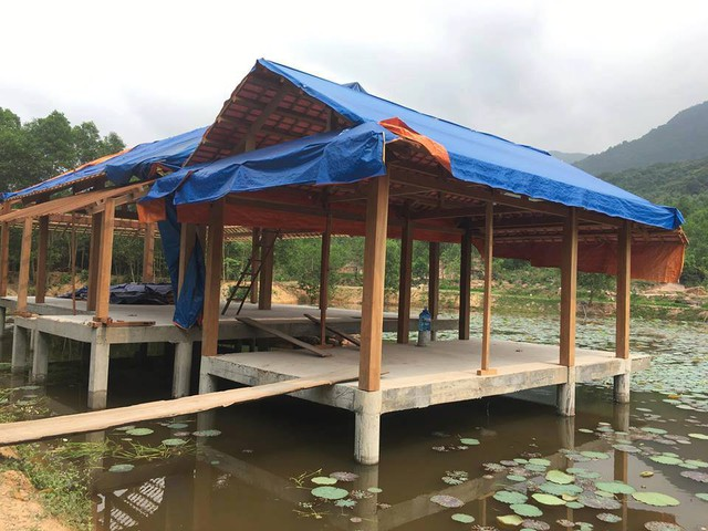 Khu nghỉ dưỡng mọc trái phép giữa rừng phòng hộ đang thách thức chính quyền Quảng Nam - Ảnh 1.