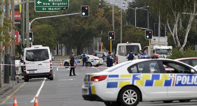 Nóng: ngay sau xả súng khiến hàng chục người chết, New Zealand tiếp tục bị đánh bom? - Ảnh 2.