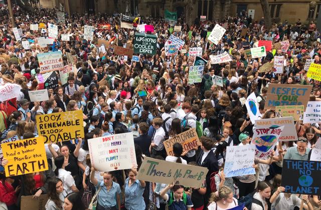 Nóng: Hàng trăm nghìn học sinh khắp thế giới đồng loạt rời lớp học trong ngày hôm nay (15/3) - Ảnh 5.