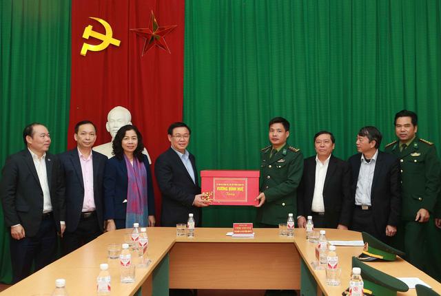 Phó Thủ tướng Vương Đình Huệ thăm khu Di tích Pác Pó  - Ảnh 3.