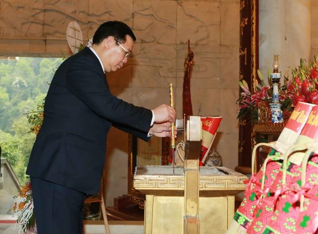 Phó Thủ tướng Vương Đình Huệ thăm khu Di tích Pác Pó  - Ảnh 1.