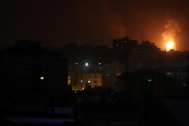 Phẫn nộ hỏa tiễn, Israel tung hỏa lực trực diện tại Gaza - Ảnh 1.
