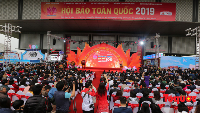 Thủ tướng Nguyễn Xuân Phúc đánh trống Khai mạc Hội báo toàn quốc năm 2019 - Ảnh 1.