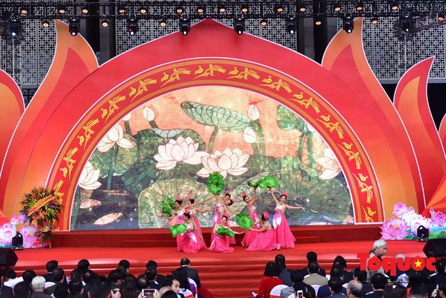 Thủ tướng Nguyễn Xuân Phúc đánh trống Khai mạc Hội báo toàn quốc năm 2019 - Ảnh 17.