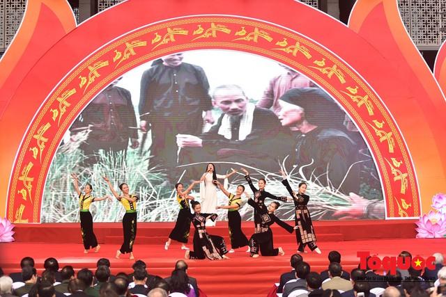 Thủ tướng Nguyễn Xuân Phúc đánh trống Khai mạc Hội báo toàn quốc năm 2019 - Ảnh 16.