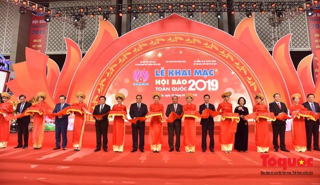Thủ tướng Nguyễn Xuân Phúc đánh trống Khai mạc Hội báo toàn quốc năm 2019 - Ảnh 4.