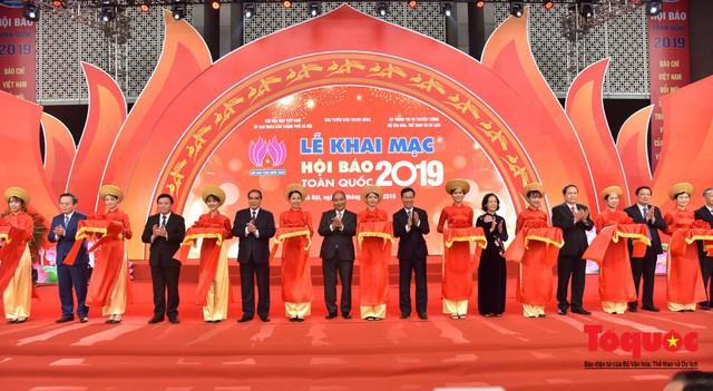 Thủ tướng Nguyễn Xuân Phúc đánh trống Khai mạc Hội báo toàn quốc năm 2019 - Ảnh 5.
