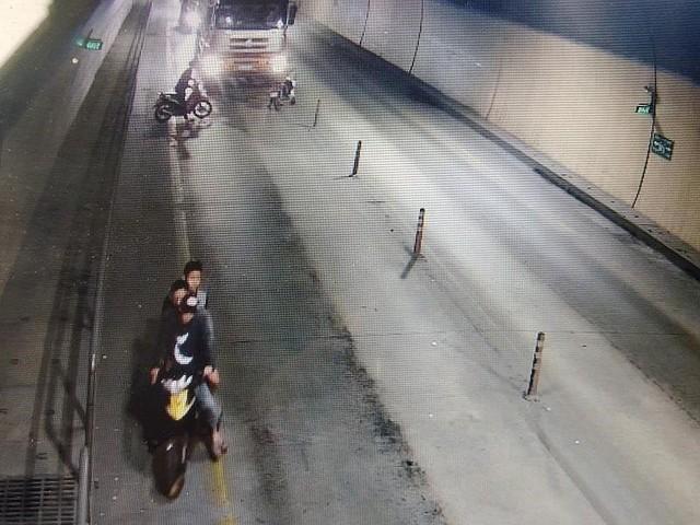 Truy tìm nhóm côn đồ chặn đánh xe tải trong hầm Phước Tượng - Ảnh 1.