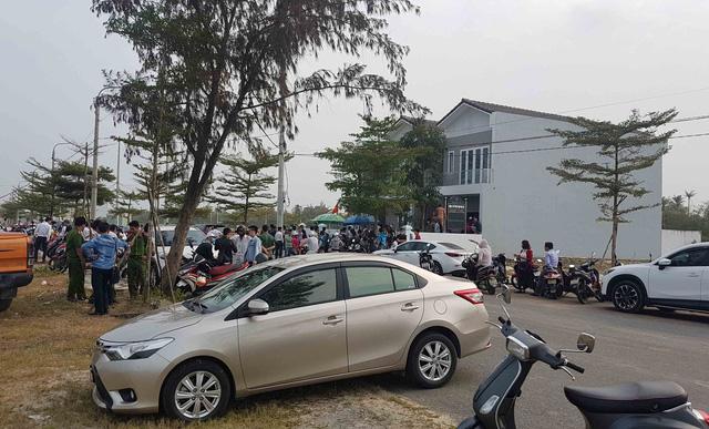 Hình ảnh người dân ngày đêm bao vây trụ sở công ty bất động sản để đòi sổ đỏ - Ảnh 6.