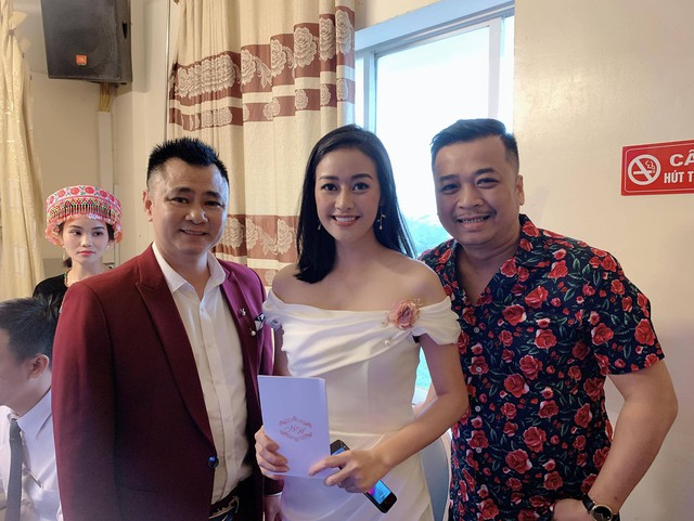 Tự Long khiến Trung Hiếu bối rối trong đám cưới với vợ kém 19 tuổi - Ảnh 2.