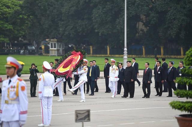Chủ tịch Triều Tiên Kim Jong-un viếng lăng Chủ tịch Hồ Chí Minh - Ảnh 17.