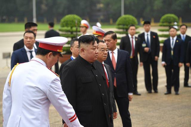 Chủ tịch Triều Tiên Kim Jong-un viếng lăng Chủ tịch Hồ Chí Minh - Ảnh 18.