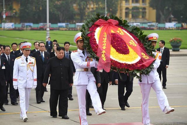 Chủ tịch Triều Tiên Kim Jong-un viếng lăng Chủ tịch Hồ Chí Minh - Ảnh 20.