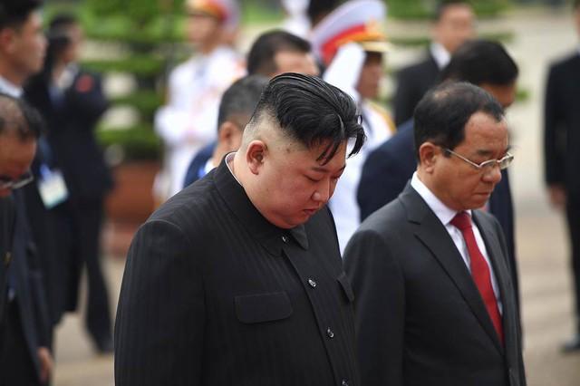 Chủ tịch Triều Tiên Kim Jong-un viếng lăng Chủ tịch Hồ Chí Minh - Ảnh 21.