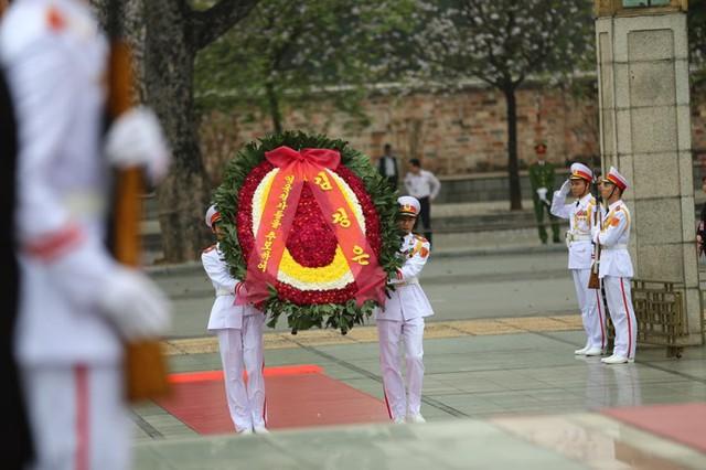 Chủ tịch Triều Tiên Kim Jong-un viếng lăng Chủ tịch Hồ Chí Minh - Ảnh 3.
