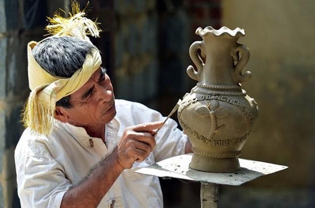 Thủ tướng đồng ý trình UNESCO hồ sơ Nghệ thuật Xòe Thái và Nghệ thuật làm gốm của người Chăm - Ảnh 2.
