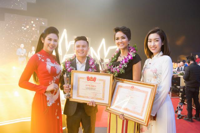 Hoa hậu Ngọc Hân, Đỗ Mỹ Linh mừng HHen Niê là Gương mặt tiêu biểu 2018 - Ảnh 3.