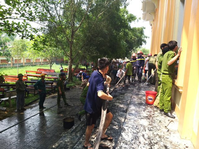 Hà Tĩnh: Cháy lớn ở nhà thờ Công giáo, nhiều tài sản bị thiêu rụi - Ảnh 2.
