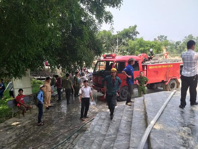 Hà Tĩnh: Cháy lớn ở nhà thờ Công giáo, nhiều tài sản bị thiêu rụi - Ảnh 1.