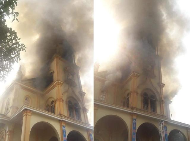 Hà Tĩnh: Cháy lớn ở nhà thờ Công giáo, nhiều tài sản bị thiêu rụi - Ảnh 3.